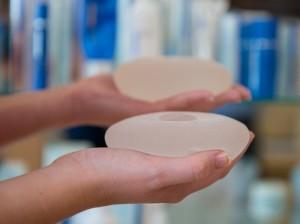 Quelle est la parfaite taille des implants mammaires ?